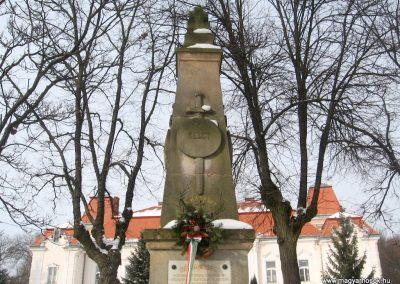 Nézsa világháborús emlékmű 2010.01.26. küldő-kalyhas (8)
