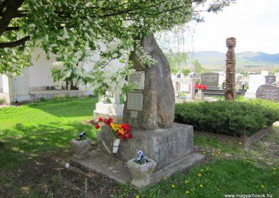 Nógrád II. világháborús emlékmű 2012.04.25. küldő-kalyhas (6)