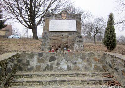 Nógrádkövesd világháborús emlékmű 2012.03.08. küldő-kalyhas (2)