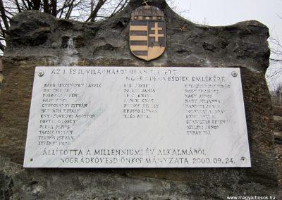 Nógrádkövesd világháborús emlékmű 2012.03.08. küldő-kalyhas (3)