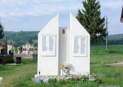 Nógrádmegyer világháborús emlékmű 2012.06.29. küldő-Baranyi Pál (1)
