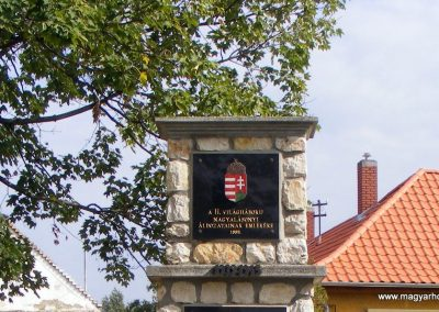 Nagyalásony II.világháborús emlékmű 2012.10.06. küldő-Méri (2)