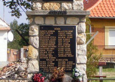 Nagyalásony II.világháborús emlékmű 2012.10.06. küldő-Méri (3)