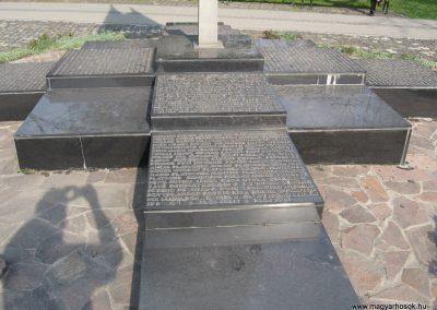 Nagyatád II.vh emlékmű 2009.04.05. küldő-kalyhas (3)