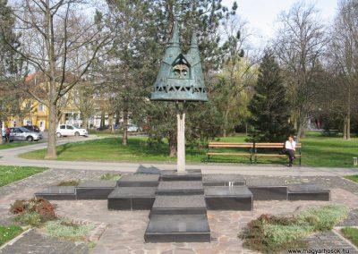Nagyatád II.vh emlékmű 2009.04.05. küldő-kalyhas (5)