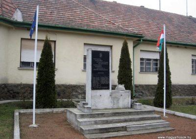 Nagybárkány hősi emlékmű 2011.02.19. küldő-kalyhas (6)