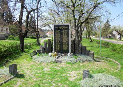 Nagybörzsöny II. világháborús emlékmű 2013.04.22. küldő-kalyhas (4)