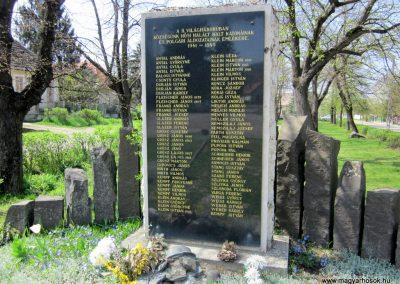 Nagybörzsöny II. világháborús emlékmű 2013.04.22. küldő-kalyhas (5)