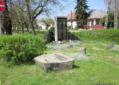 Nagybörzsöny II. világháborús emlékmű 2013.04.22. küldő-kalyhas (8)
