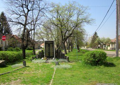 Nagybörzsöny II. világháborús emlékmű 2013.04.22. küldő-kalyhas (9)
