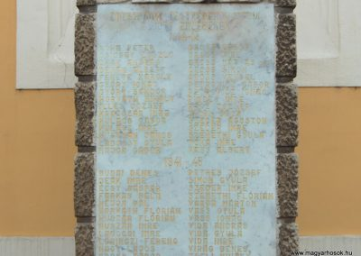 Nagybajcs világháborús emlékmű 2006.11.07.Küldő-Hege (1)