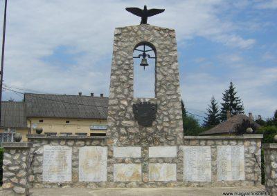 Nagybajom II.vh emlékmű 2007.06.23.küldő-Zsóki