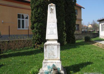 Nagyberki világháborús emlékmű 2009.04.04. küldő-kalyhas (1)