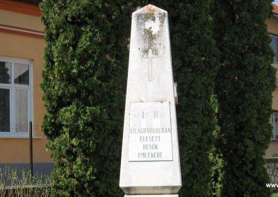 Nagyberki világháborús emlékmű 2009.04.04. küldő-kalyhas (5)