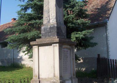 Nagycsány világháborús emlékmű 2009.05.23.küldő-Horváth Zsolt (1)