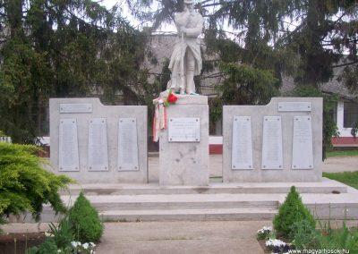 Nagydorog világháborús emlékmű 2010.05.02.küldő-Horváth Zsolt