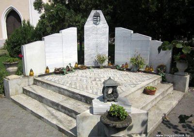 Nagyecsed világháborús emlékmű 2014.08.04. küldő-kalyhas (1)