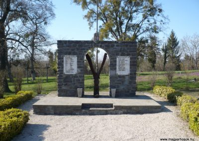 Nagygörbő világháborús emlékmű 2013.04.14. küldő-Sümec (1)