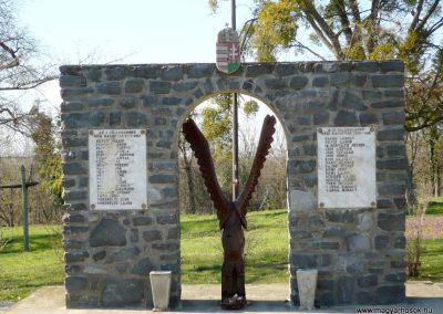 Nagygörbő világháborús emlékmű 2013.04.14. küldő-Sümec (2)