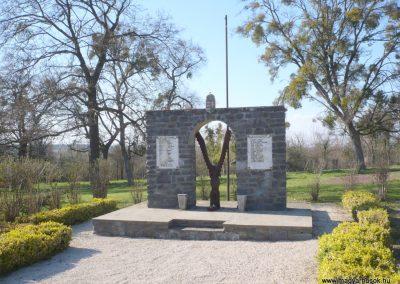 Nagygörbő világháborús emlékmű 2013.04.14. küldő-Sümec (7)
