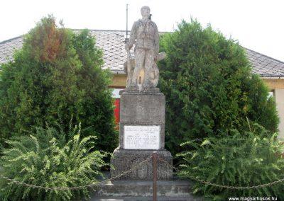 Nagygyimót világháborús emlékmű 2010.07.21. küldő-kalyhas (1)