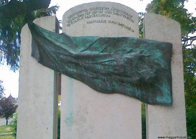 Nagyhalász hősi emlékmű 2010.07.09. küldő-Csiszár Lehel (1)