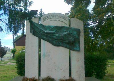 Nagyhalász hősi emlékmű 2010.07.09. küldő-Csiszár Lehel