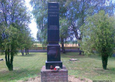 Nagyhalász világháborús emlékmű 2010.07.09. küldő-Csiszár Lehel