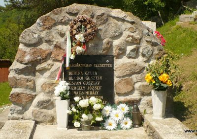 Nagyhuta II.világháborús emlékmű 2012.05.20. küldő-Gombóc Arthur (1)