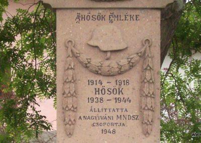 Nagyiván Hősi emlékmű 2009.05.14. küldő-miki (1)