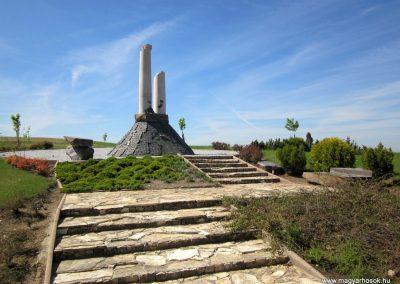 Nagykálló világháborús emlékmű 2012.04.27. küldő-kalyhas (6)