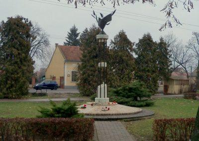 Nagykáta II. világháborús emlékmű 2012.12.28. küldő-Kurunczi István