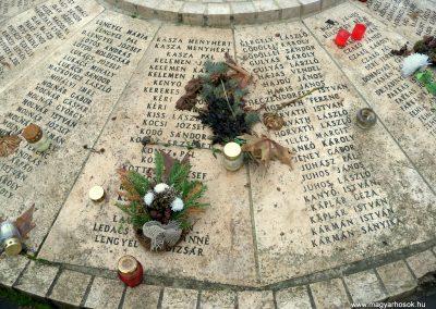 Nagykáta II. világháborús emlékmű 2012.12.28. küldő-Kurunczi István (8)