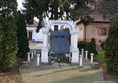 Nagykereki világháborús emlékmű 2011.03.14. küldő-Katona István (1)