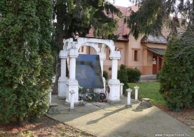 Nagykereki világháborús emlékmű 2011.03.14. küldő-Katona István
