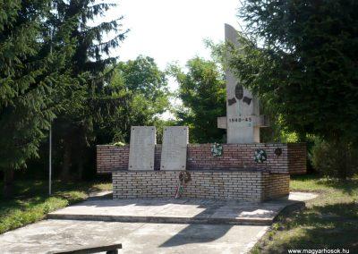 Nagykorpád II. világháborús emlékmű 2012.06.28. küldő-Sümec (8)