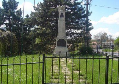 Nagykovácsi világháborús emlékmű 2008.05.07.küldő-Huszár Peti