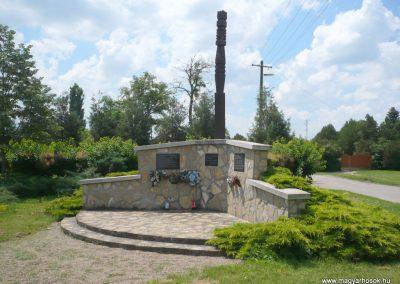 Nagylak világháborús emlékmű 2013.06.15. küldő-Sümec (9)