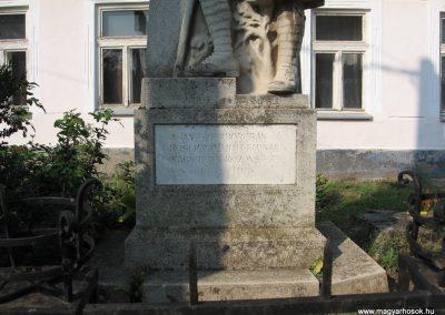 Nagyréde I.vh emlékmű 2009.08.25.küldő-kalyhas (2)