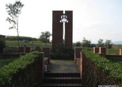 Nagyréde II.vh emlékmű 2009.08.25.küldő-kalyhas (1)