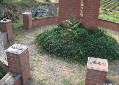 Nagyréde II.vh emlékmű 2009.08.25.küldő-kalyhas (2)