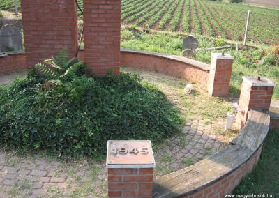Nagyréde II.vh emlékmű 2009.08.25.küldő-kalyhas (6)