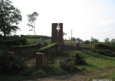 Nagyréde II.vh emlékmű 2009.08.25.küldő-kalyhas (9)