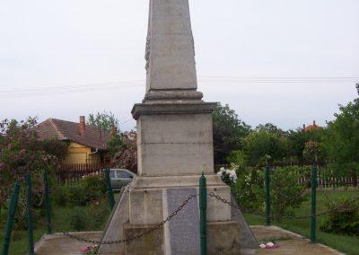 Nagyrév világháborús emlékmű 2009.05.14. küldő-miki (6)