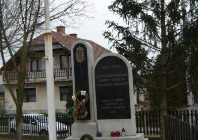 Nagyrozvágy világháborús emlékmű 2009.03.28.küldő-Ágca (1)