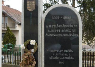 Nagyrozvágy világháborús emlékmű 2009.03.28.küldő-Ágca (2)