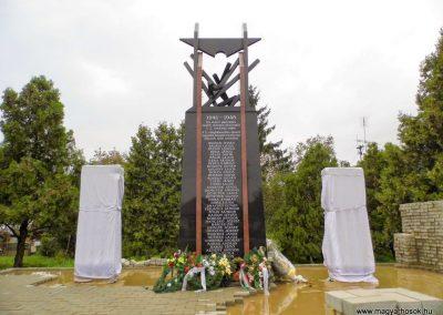 Nagysalló II. világháborús emlékmű 2014.10.06. küldő-Méri (1)