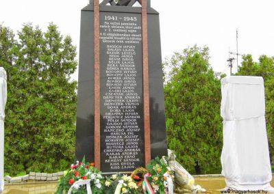 Nagysalló II. világháborús emlékmű 2014.10.06. küldő-Méri (2)