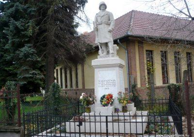 Nagyszénás I. világháborús emlékmű felújítás után 2014.11.20. küldő-Sümec (2)