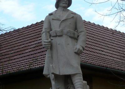 Nagyszénás I. világháborús emlékmű felújítás után 2014.11.20. küldő-Sümec (3)
